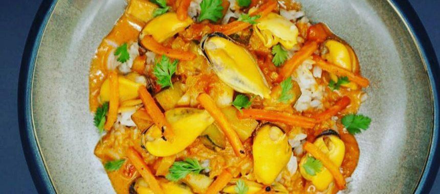 Moules au satay et riz sauté à l'ail